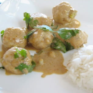 curry rouge de boulettes de poisson