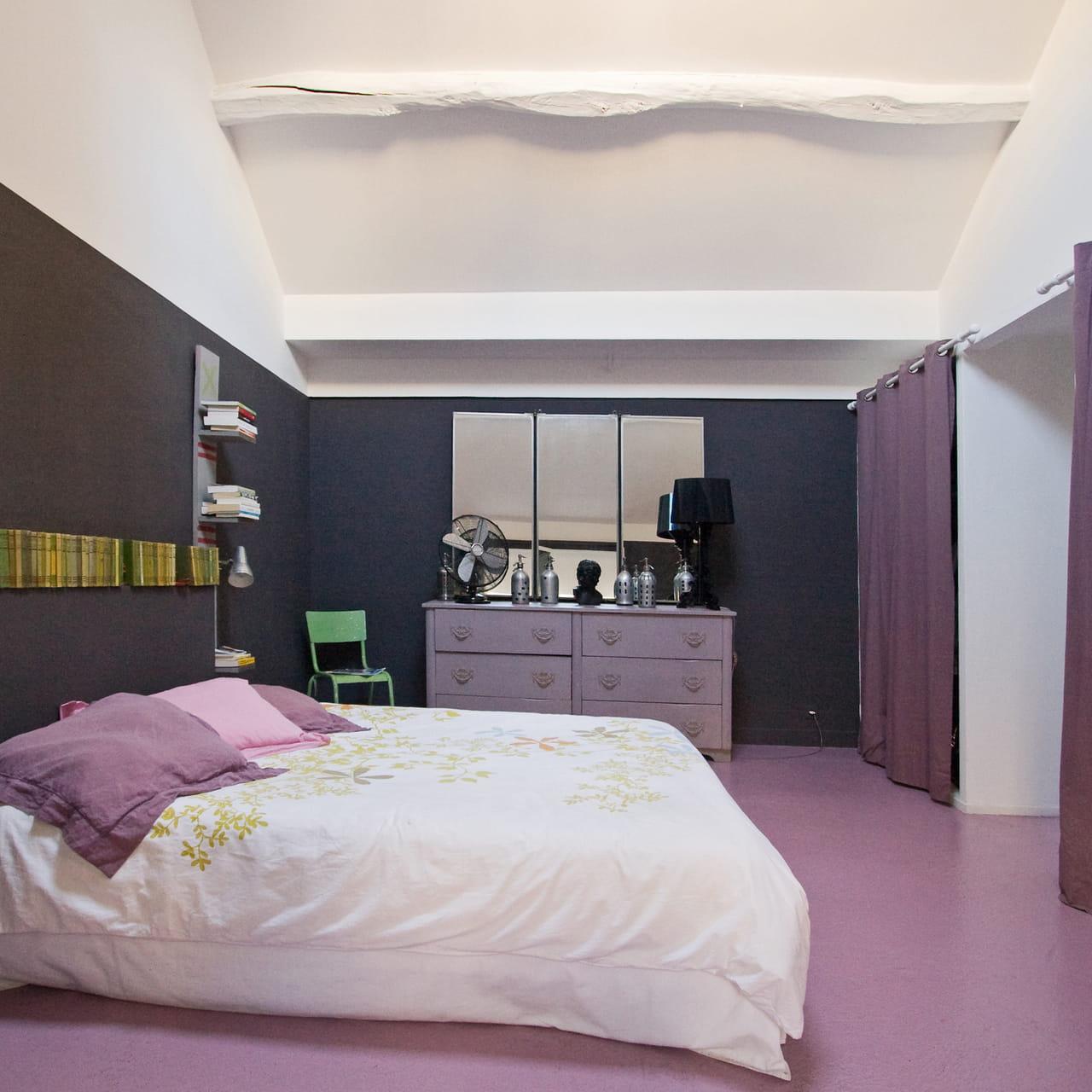 Une décoration d\'intérieur couleur lilas