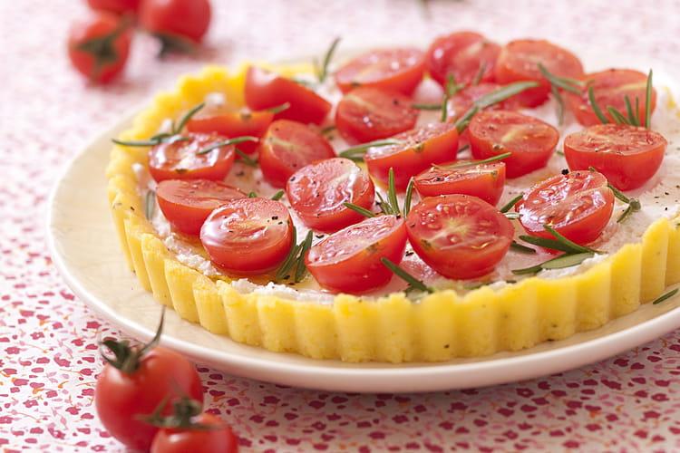 Tarte de polenta au chèvre frais et aux tomates cerises