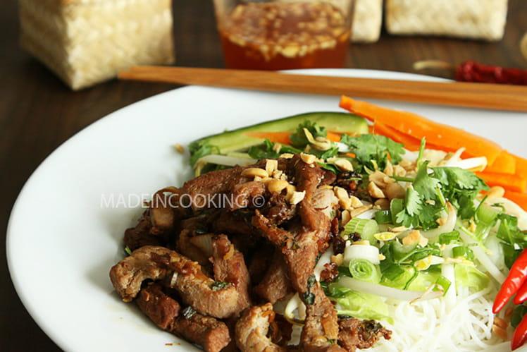 Bun thit nuong (vermicelles et viande grillée)
