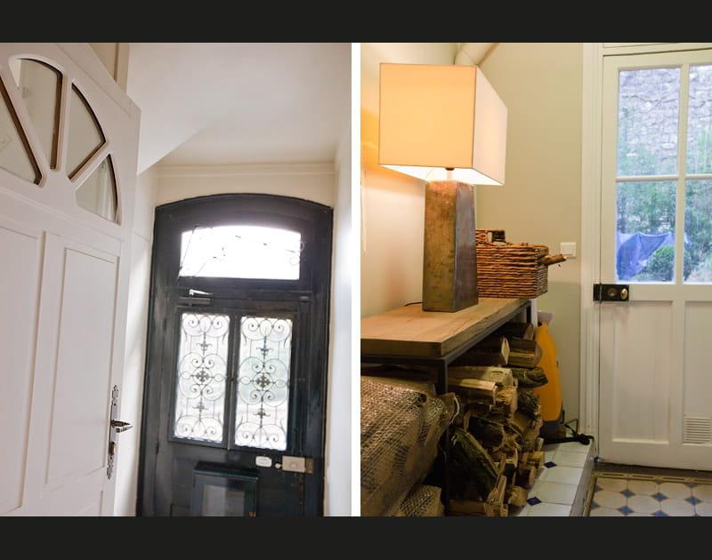 De belles portes anciennes dans l'entrée