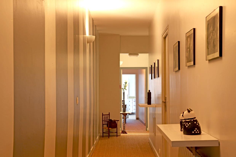 Rayures dans le couloir for Revetement mural couloir