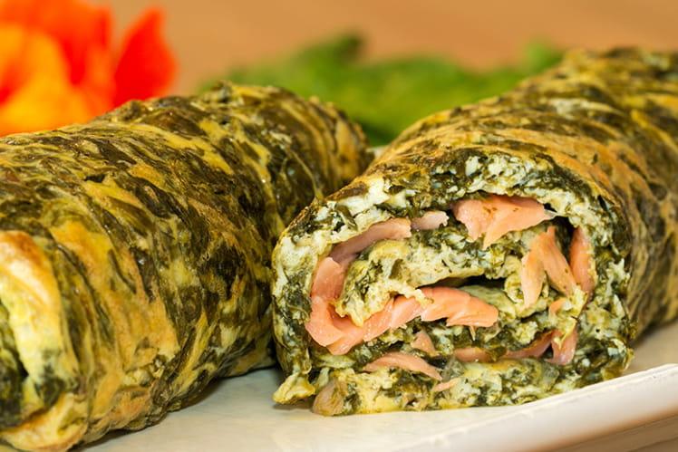 Omelette roulée à l'oseille et au saumon