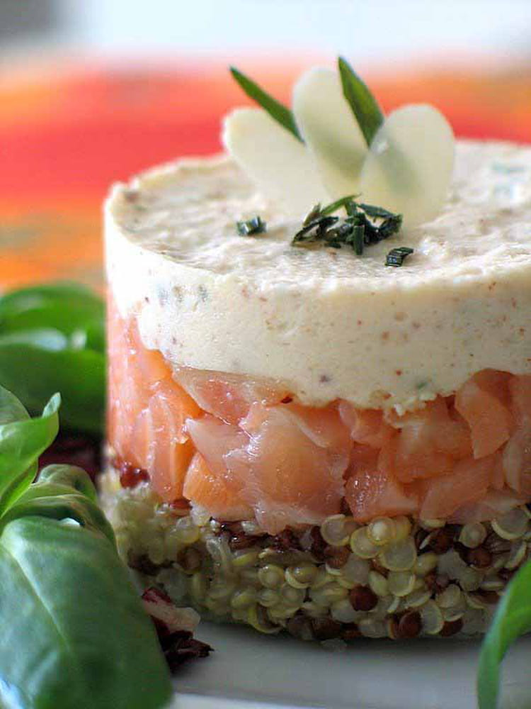 Recette de quinoa au saumon fum et mousse d 39 amande la for Entree legere facile