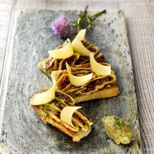 tartines de caviar d'aubergine, figues et comté