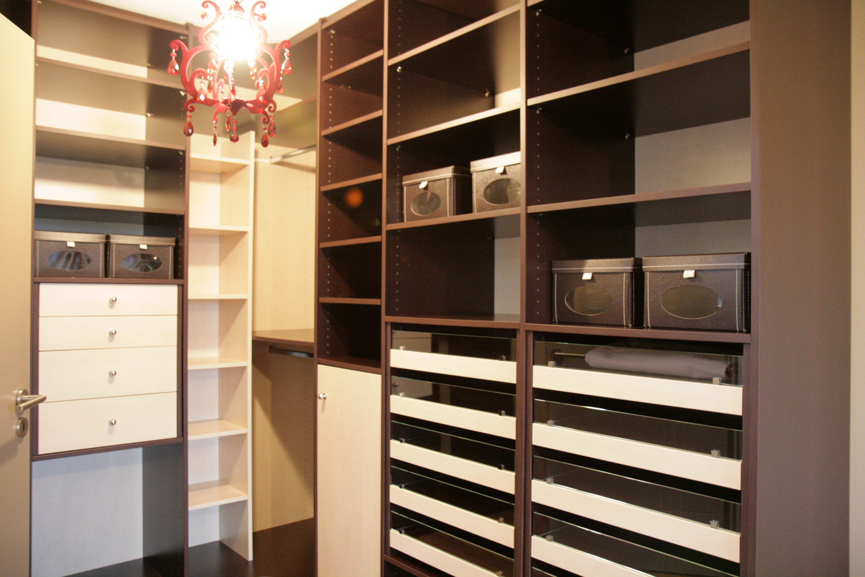 comment choisir et am nager un dressing. Black Bedroom Furniture Sets. Home Design Ideas
