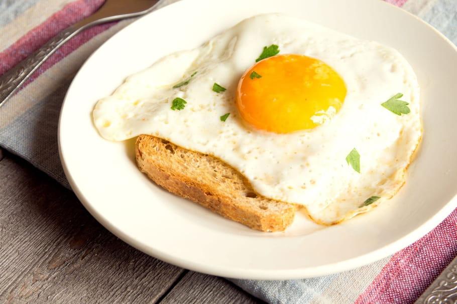 Comment bien faire des œufs sur le plat?