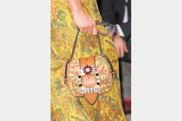 Le petit sac à motifs assorti du défilé Miu Miu
