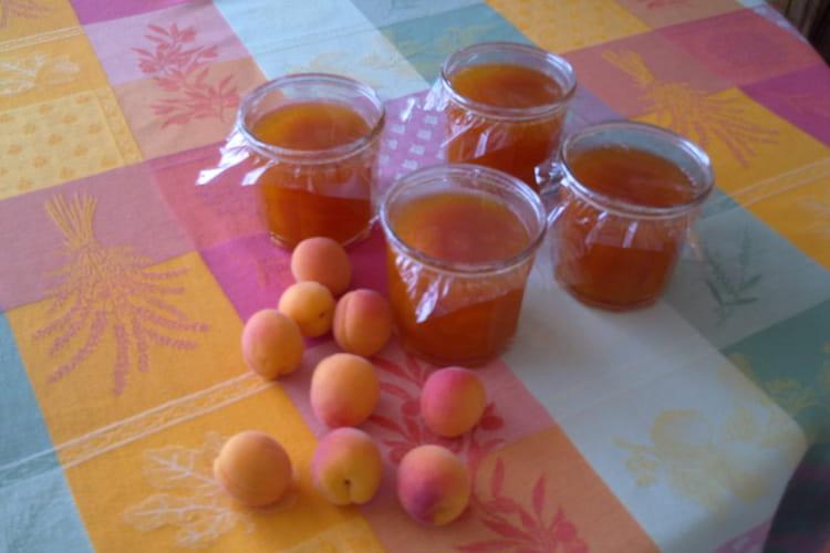 Confiture d'abricots, cannelle et clou de girofle