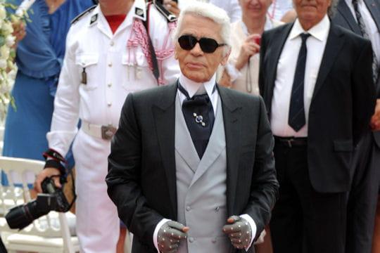 Karl Lagerfeld très élégant