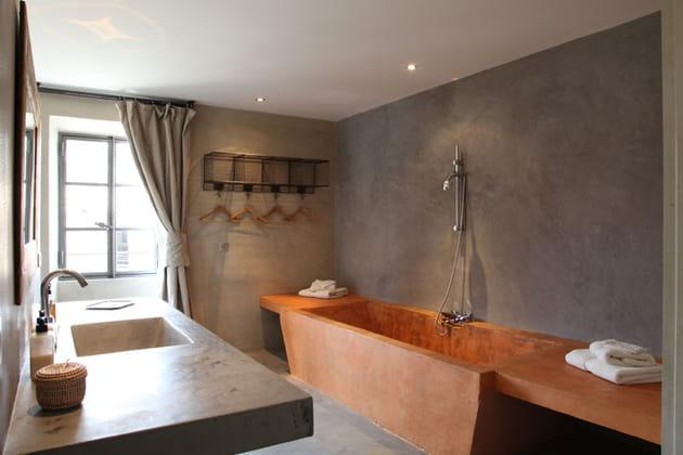 Salle de bains ocre et gris