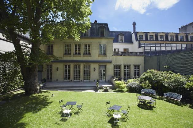 Le jardin de la Summer House de la fondation Mona Bismarck à Paris