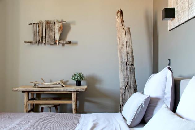 un grand morceau de bois. Black Bedroom Furniture Sets. Home Design Ideas