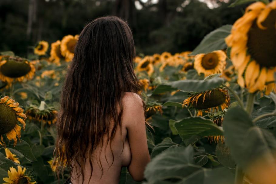 Tout nu et tout bronzé, et si on jardinait à poil le 1er mai?!