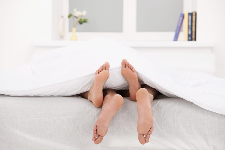 Comment prendre son pied dans un (simple) lit?