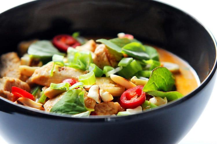 Poulet et légumes au curry paneang