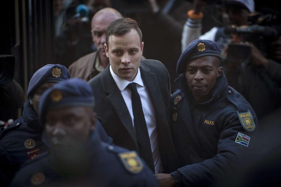 Oscar Pistorius : six ans de prison ferme pour avoir abattu sa petite amie