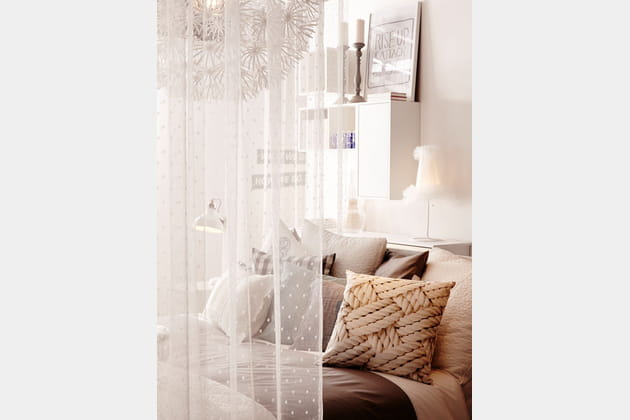 cama eu de teintes claires. Black Bedroom Furniture Sets. Home Design Ideas