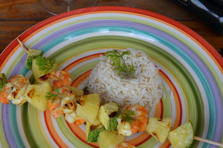 Brochettes de crevettes et ananas