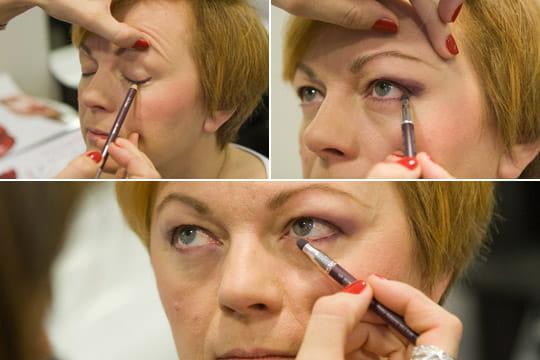 Le crayon pour les yeux violet