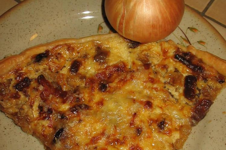 Tarte à l'oignon, fromage blanc et lardons