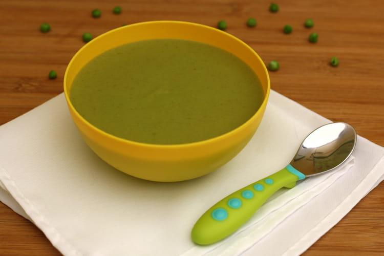 Soupe de brocolis, petits-pois et fromage frais
