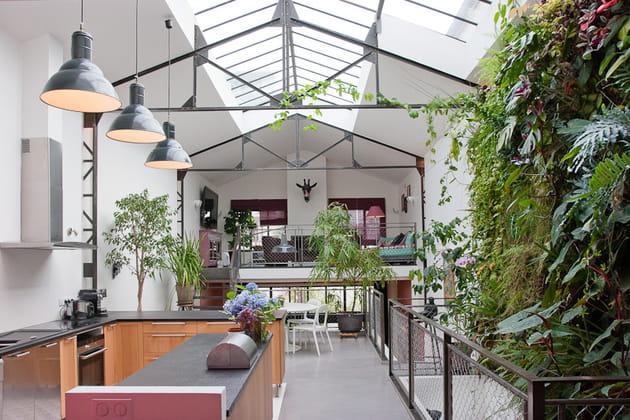 une maison loft qui s 39 ouvre sur l 39 ext rieur. Black Bedroom Furniture Sets. Home Design Ideas
