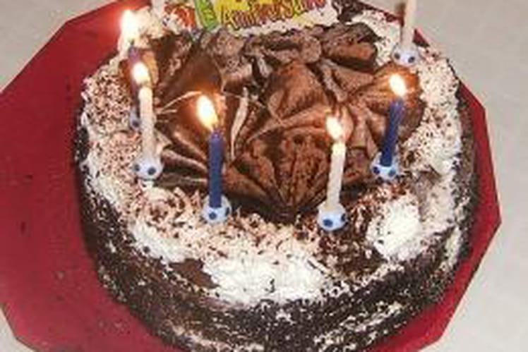 Gâteau d'anniversaire aux noisettes