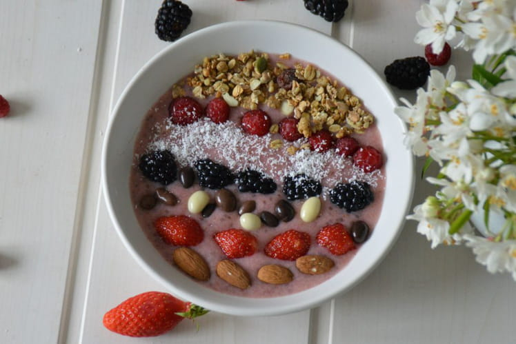 Smoothie bowl aux fruits rouges