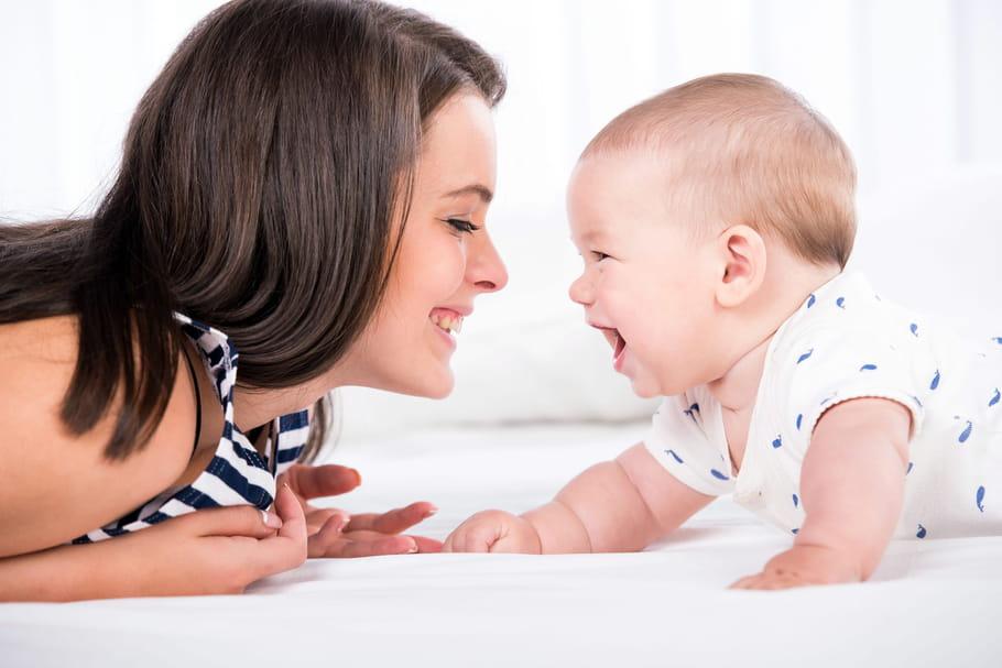 A quel âge bébé voit-il? La vision du bébé mois par mois