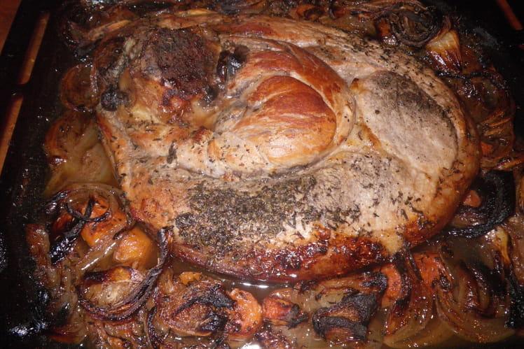 Rouelle de porc, pommes de terre, carottes et thym