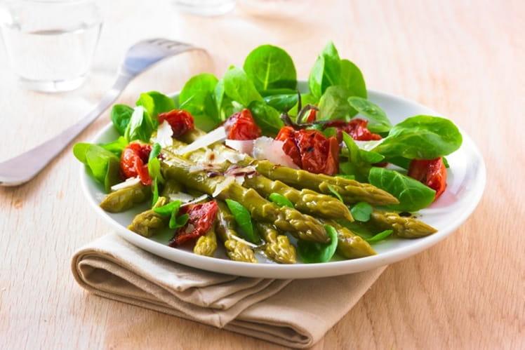 Salade d'asperges vertes et tomates confites