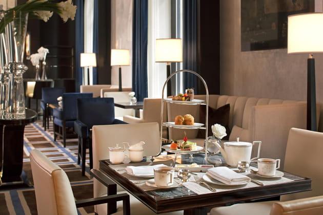 L'heure du thé au Gotham Lounge