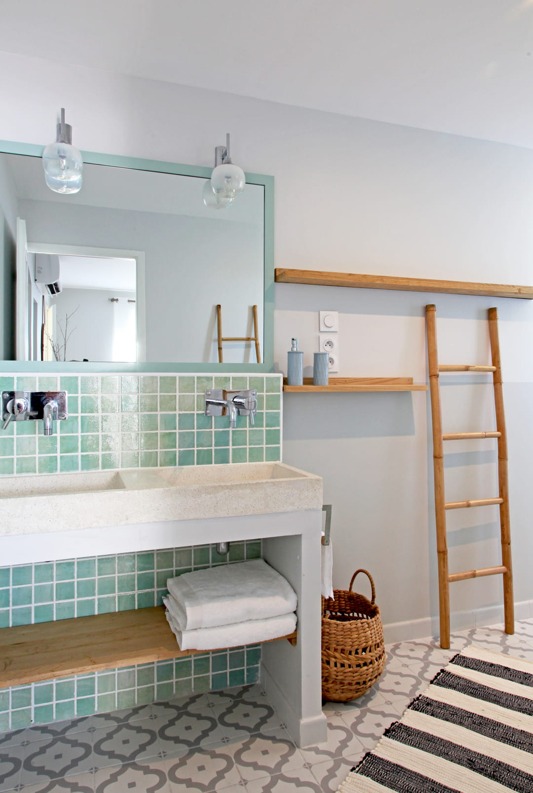salle de bains carrelage vert