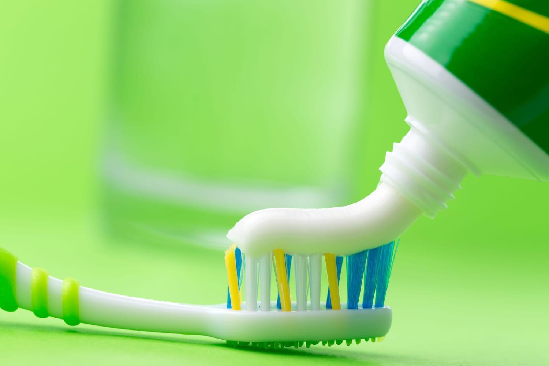 Dentifrice sans fluor: un danger pour les dents!