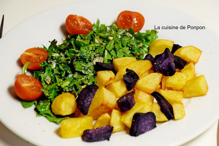 Salade de pissenlits et pommes de terre frites, vegan