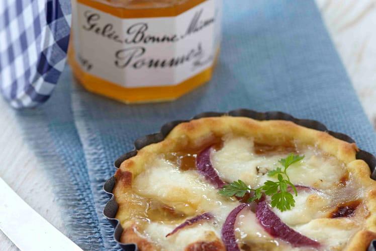 Tarte au Pélardon, oignons rouges et gelée de pommes