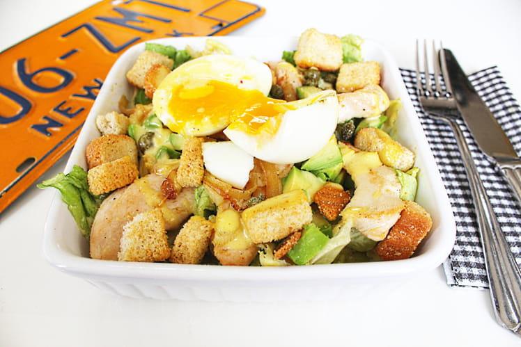 Salade Caesar au poulet et à l'avocat