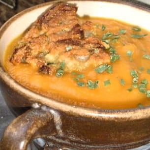 soupe toute carotte et croûtons d'endives