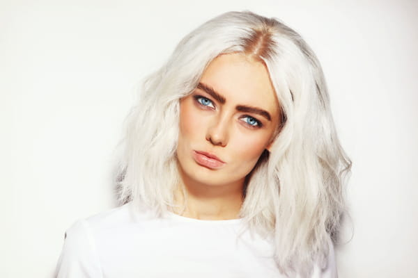 Quelle couleur de vetement avec cheveux gris