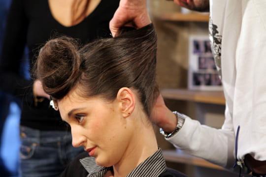 Ramasser les cheveux sur le côté