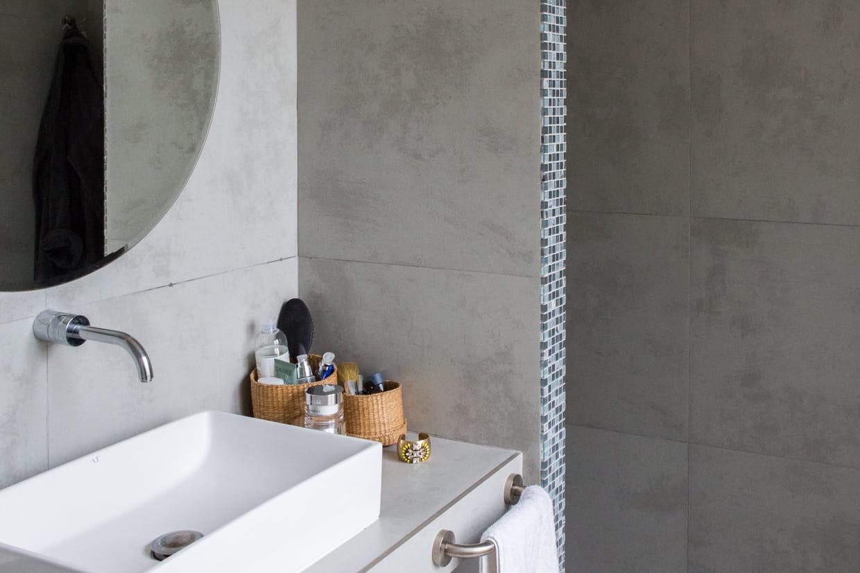 Salle D Eau Blanche Et Bois la salle de bains grise, raffinée et contemporaine
