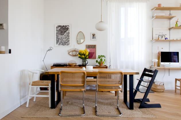 Une salle à manger aux assises dépareillées