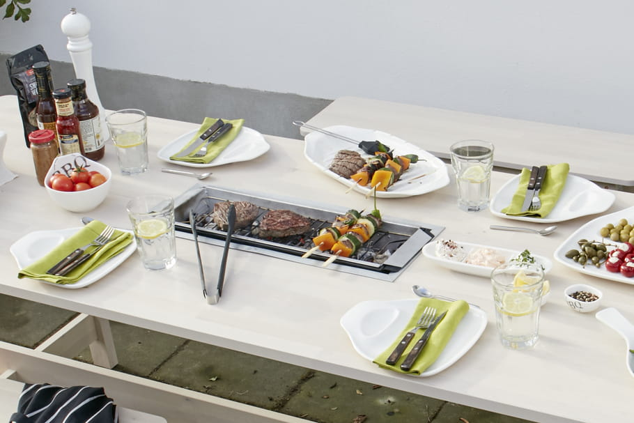 DIY : une table de jardin avec barbecue intégré