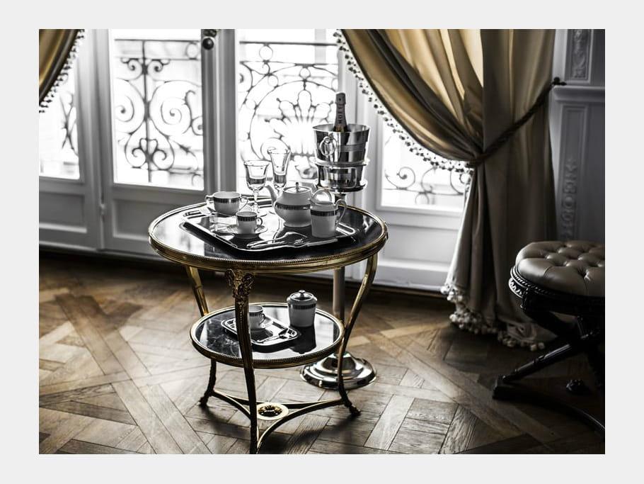 Un salon d'attente à la manière d'un appartement haussmannien bourgeois