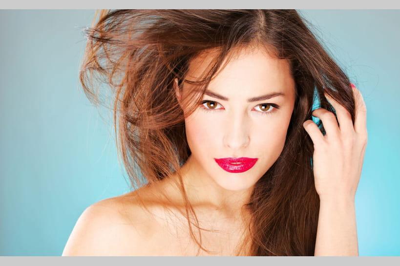 Cheveux secs: 10astuces pour lutter contre les cheveux abîmés
