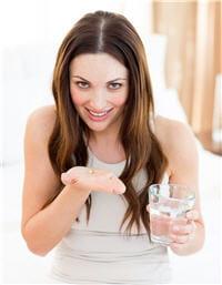 le traitement peut être par voie orale mais est souvent proposé en ovules pour