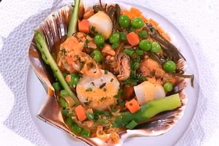 Coquilles Saint-Jacques aux crustacés et légumes de la mer
