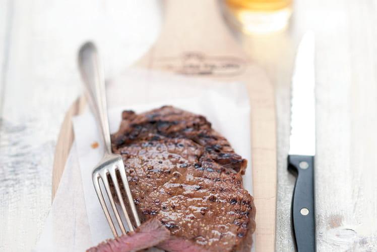 Steak de bœuf mariné à la bière