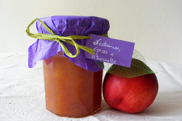Confiture de nectarines, épices et citronnelle